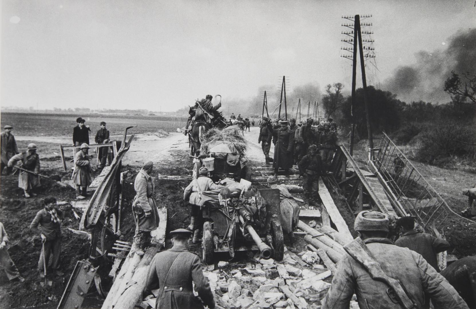 Е. А. Халдей.    Дороги войны   СССР, 1944