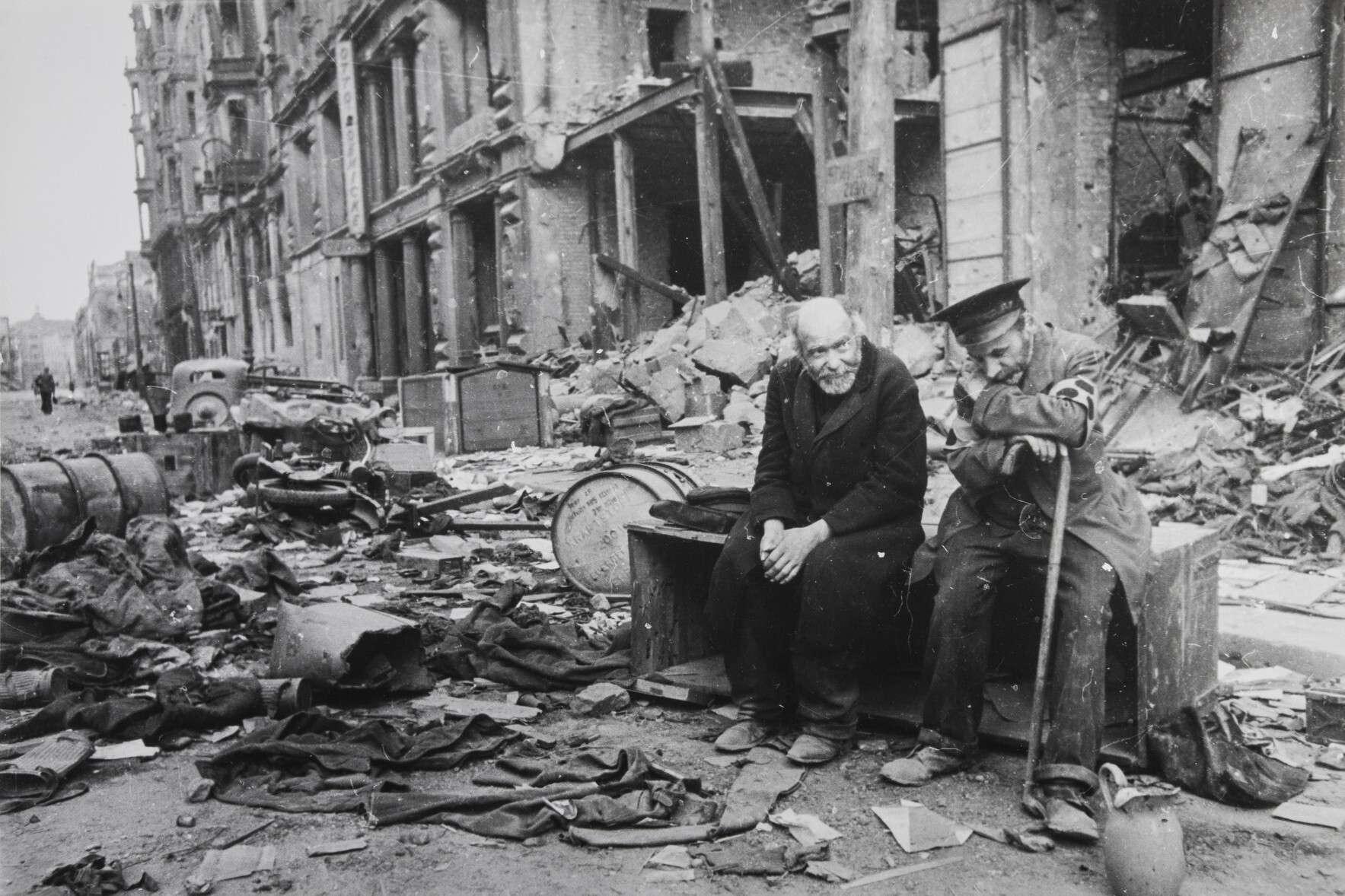 Евгений Халдей.    Зачем война   Германия,Берлин, 1945