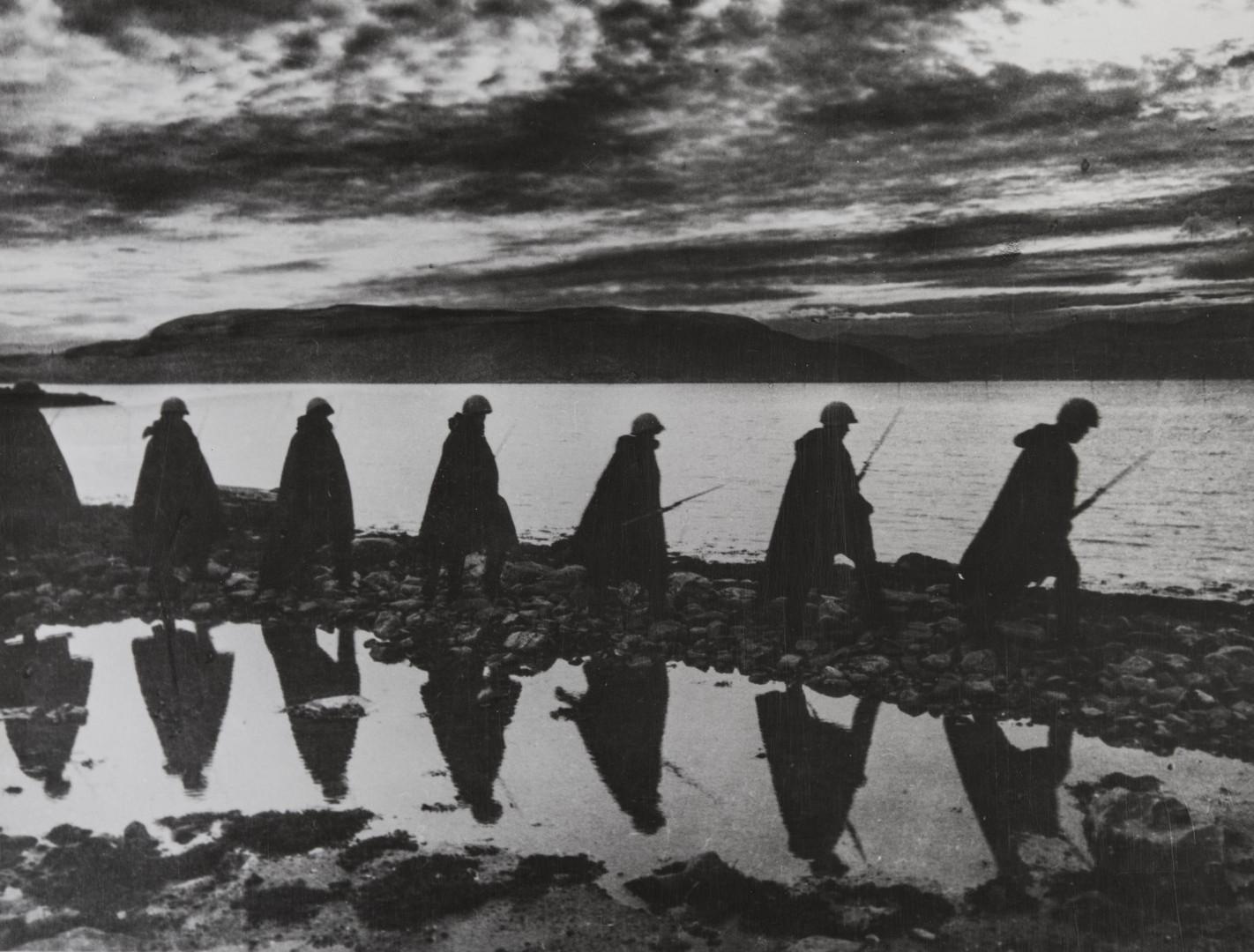 Е. А. Халдей.    В ночную разведку   Заполярье, СССР, 1941