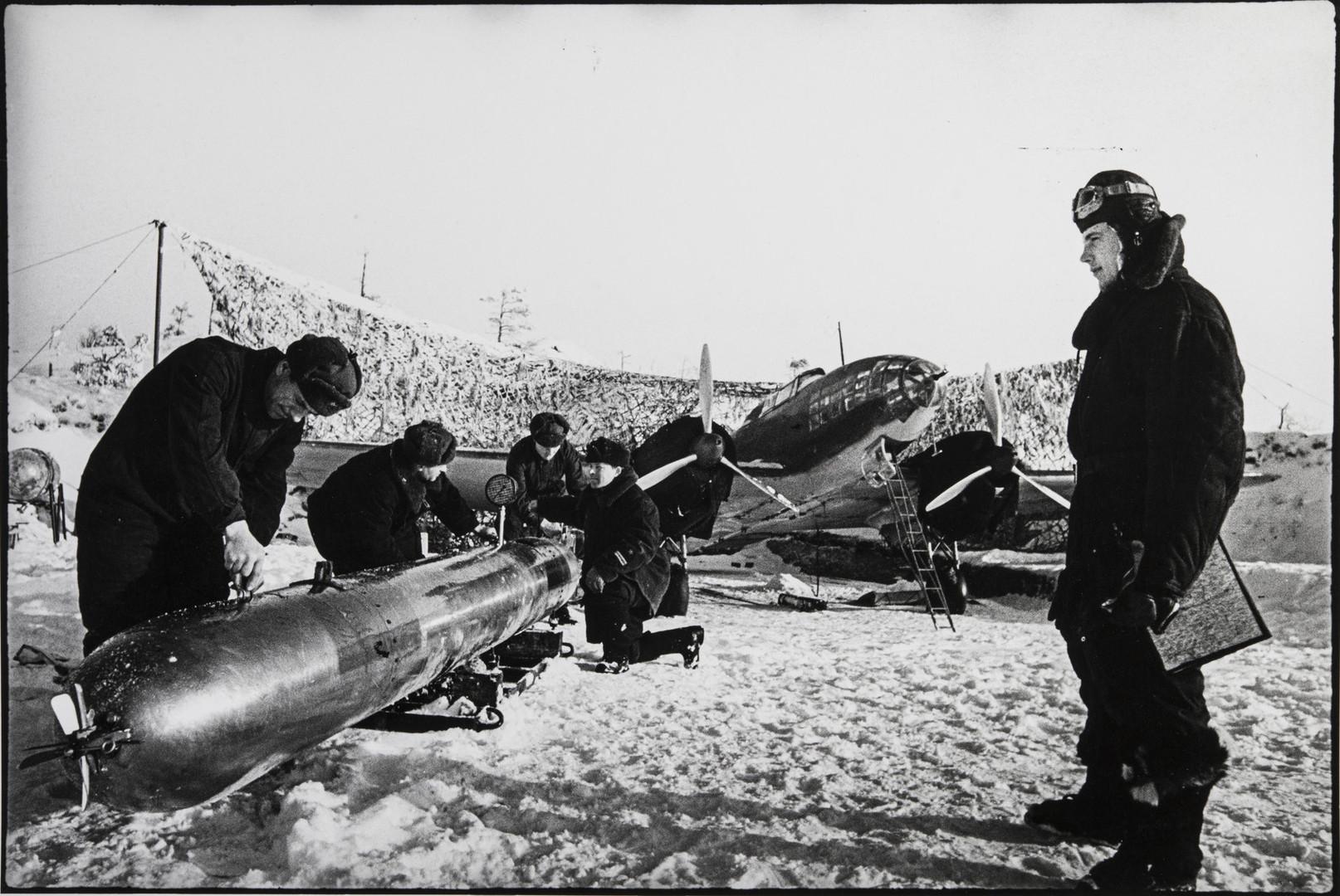Е. А. Халдей.    Из серии «Полярная авиация»   Заполярье, СССР, январь 1942