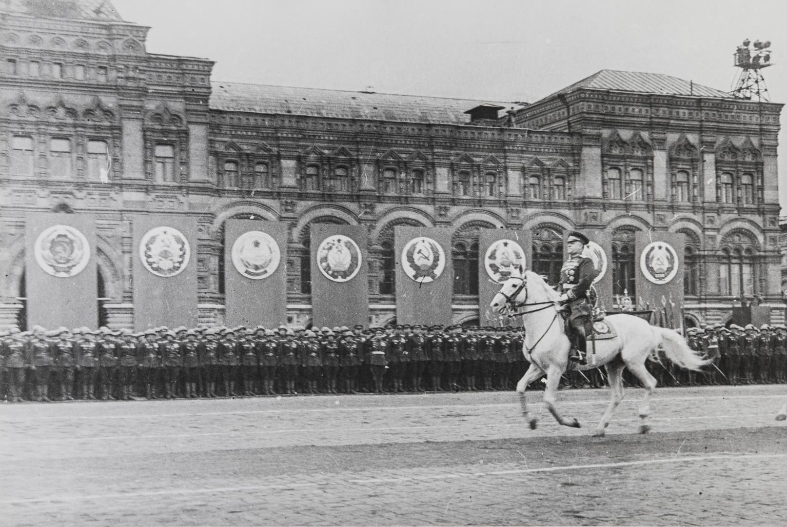 Е. А. Халдей.    На Параде Победы. Георгий Жуков принимает парад   Москва,СССР, 24 июня 1945