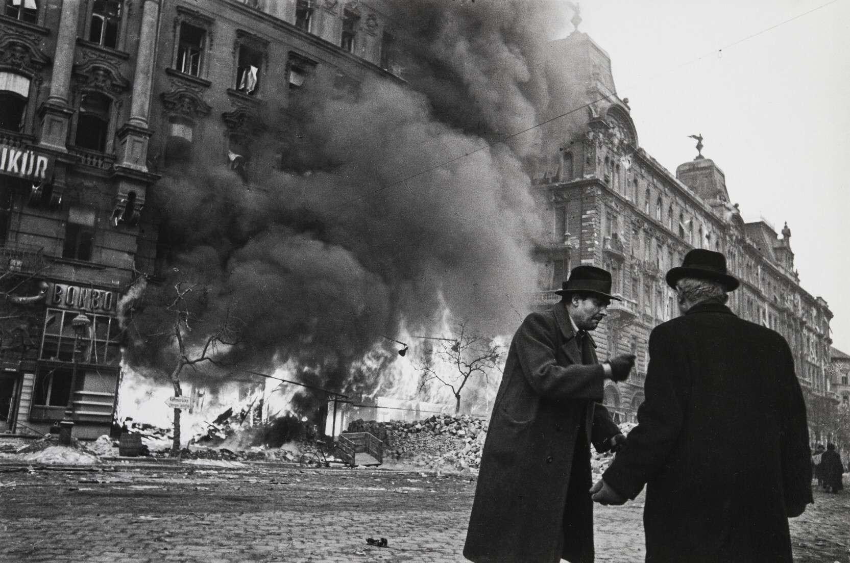 Евгений Халдей.    Улица после бомбежки   Венгрия, Будапешт, февраль 1945