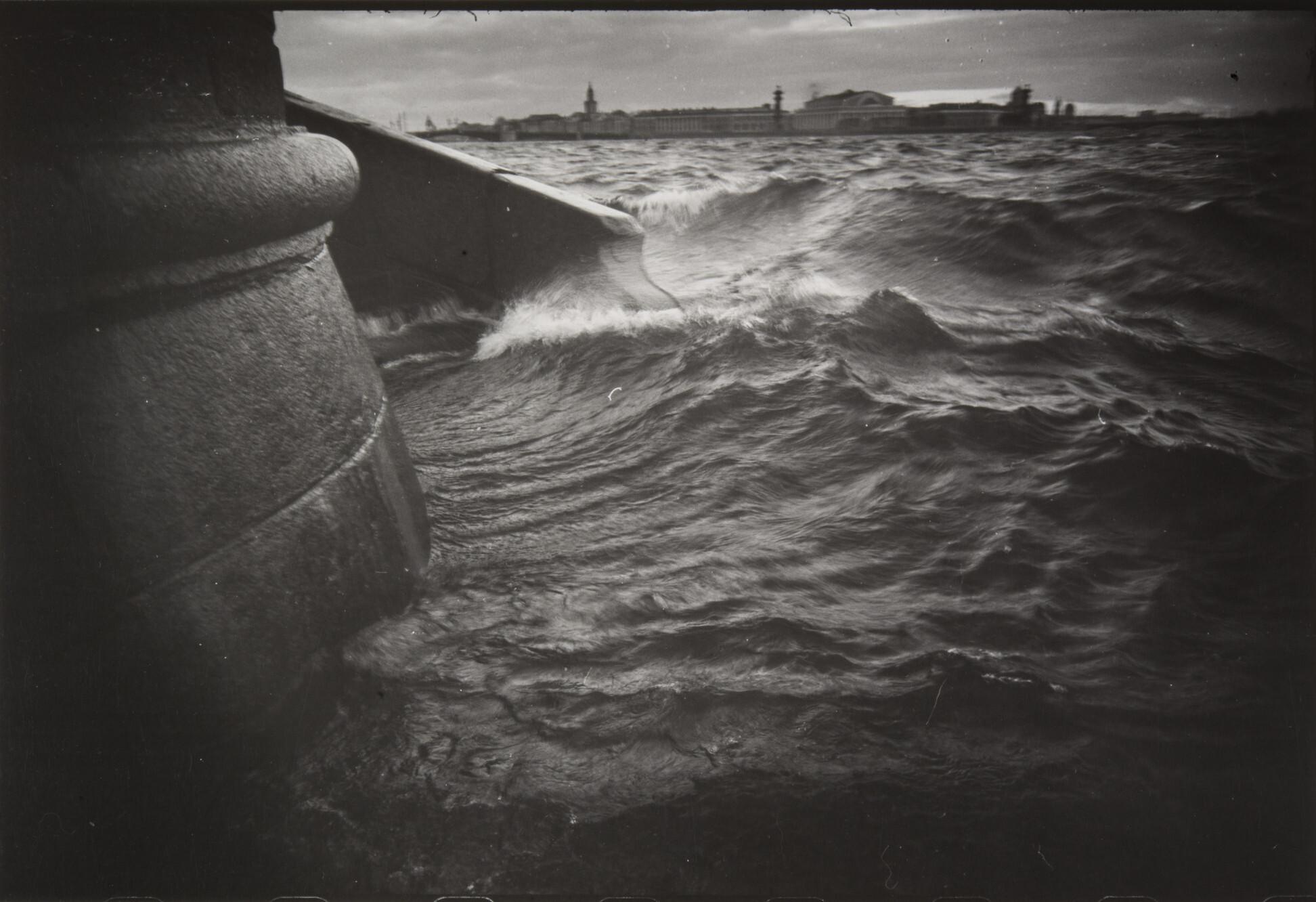 Борис Смелов.      Наводнение   Ленинград, 1978