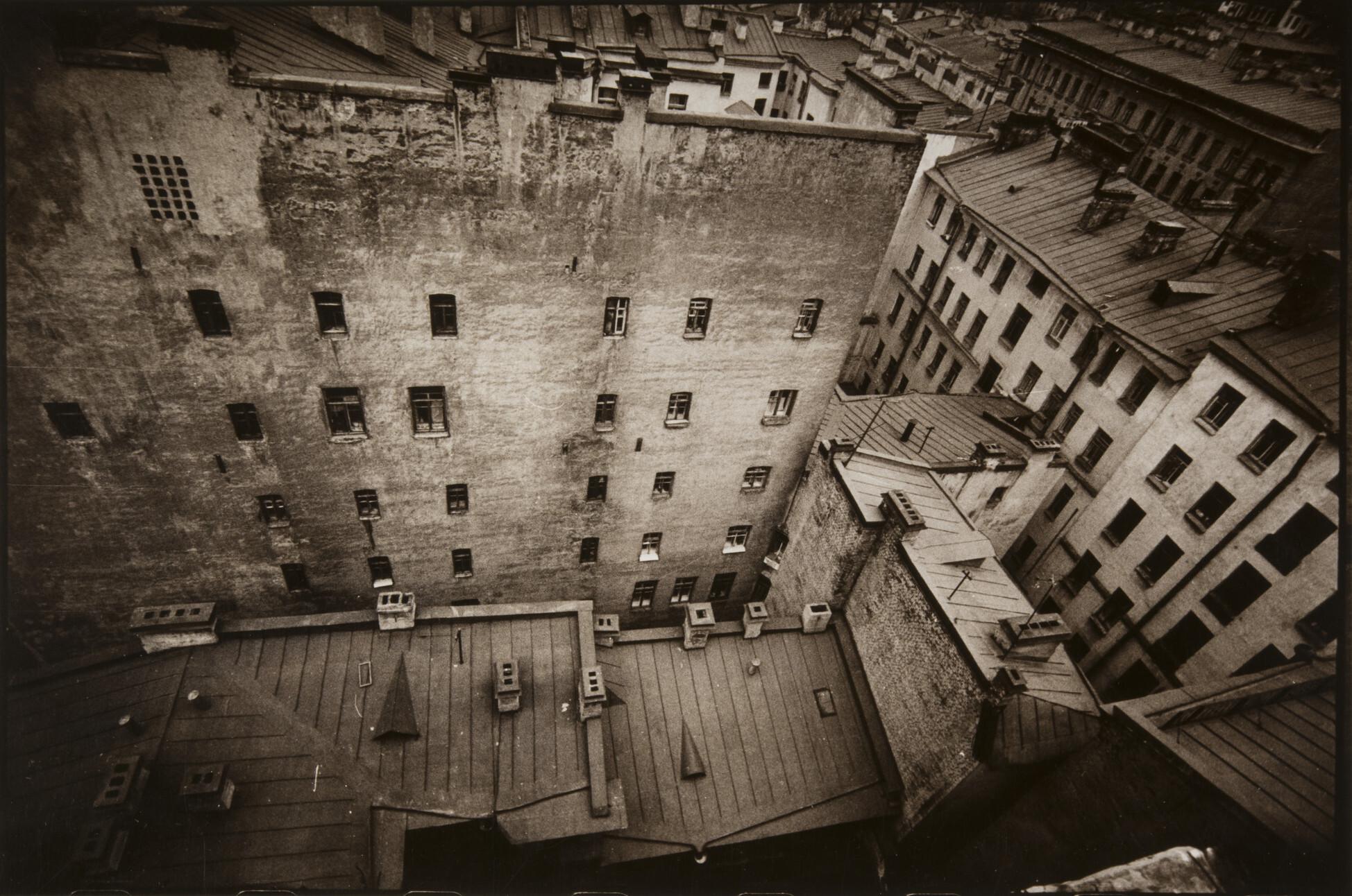 Борис Смелов.      Взгляд вниз   Ленинград, 1975