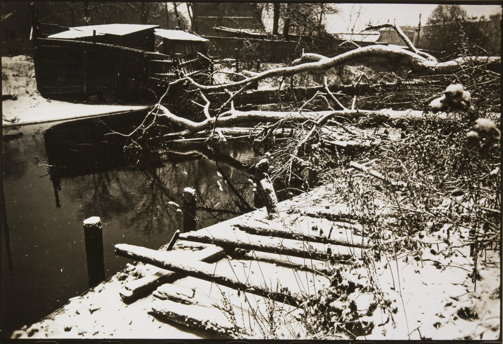 Борис Смелов.      Бумажный канал   Ленинград, 1970‑е