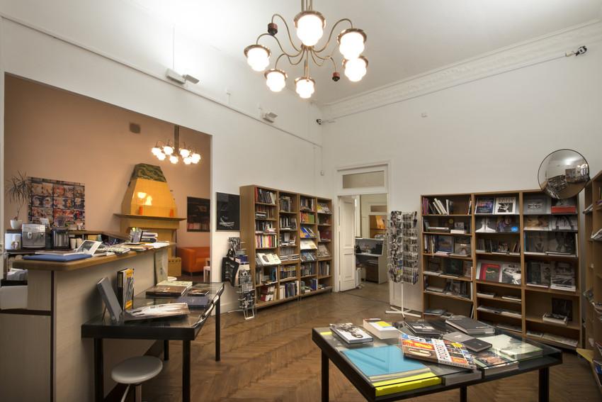 Rosphoto bookstore 2.tif