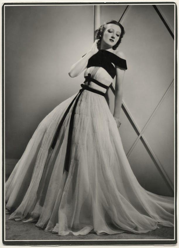 Тея Бобрикова в модели платья из собственного дома моды «Катрин Парель»